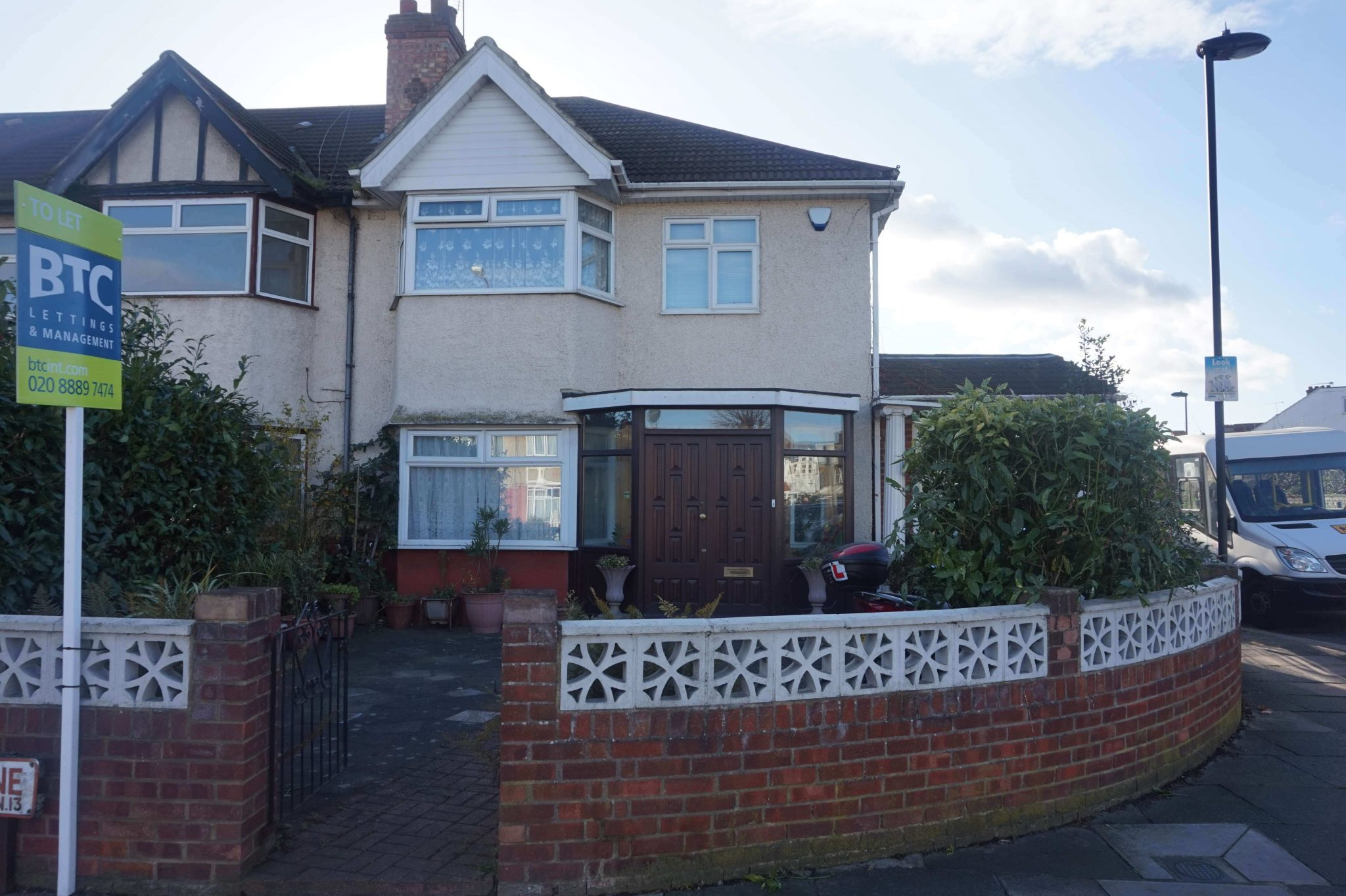4 bed semi-detached house to rent - Hedge Lane, London N13